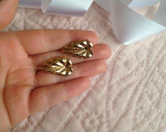 Leaf Earrings - Gold Leaf Earrings - Leaves - Vintage - Earrings - Vintage Earrings - Nature Earrings - Leaf Jewelry - Costume Jewelry