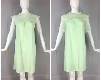 Vintage Womens 1960s Pale Green Two Piece Matching Sleeveless Nightgown and Chiffon Robe Peignoir Set | Size S/M