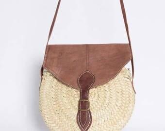 Round Straw Bag - Round Basket with shoulder strap- Palm Leaf-Handmade- OficinaDartesa