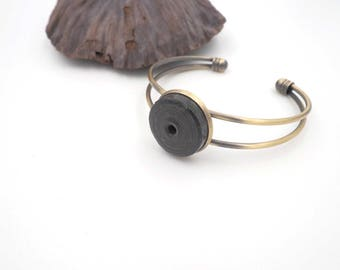 Pearl bracelet black paper cloth and brass