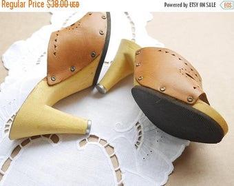ON SALE Vintage 1970s High Heel Clogs Brown Leather Mules Wood Effect clog Sandals EU 36 Us 5 Slides Mules Platform Shoes Studded sides Meta