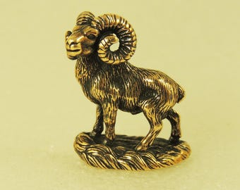 Figurine Mountain Goat