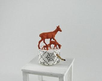 Music box, music box deer in miniature 1zu12 for the doll's House, the doll's House, the collector, dollhouse miniatures # 10
