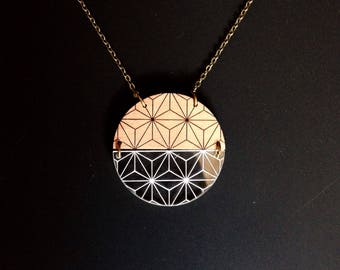 "Necklace ""Iris"" circle wood and plexiglass"