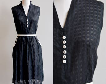 1940s Dress / Black and White Day Dress / 40s Vintage Cotton Black Checkered Gingham Black Dress with Collar / 30 waist M/L