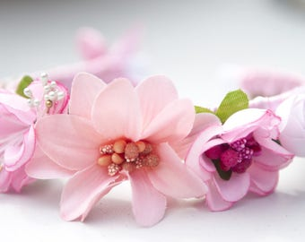 Romantic and flowered headband for a nice day