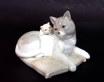 Cat retro ceramic figurine with kitten, grey cat with kitten, cat and kitten ornament
