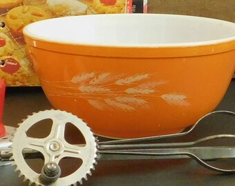 Vintage Autumn Wheat Harvest Pyrex Bowl, Red Orange, 2 1/2 QT, 403, Nesting Mixing Bowl, Oven to Table, Microwave, Wheat Stalks, 80 Ounce
