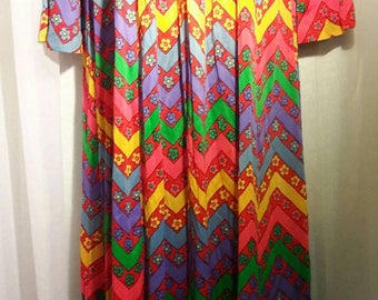 Mod 70s Flower Power Polyester Zip Front Caftan Dress Robe Cover Up Modest