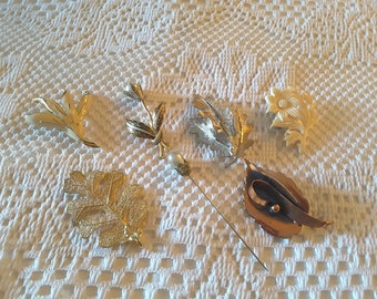 Vintage lot of 7 Antique Jewelry Pieces / Brooches / Hat Pin / Necklace Pendant / Costume Jewelry