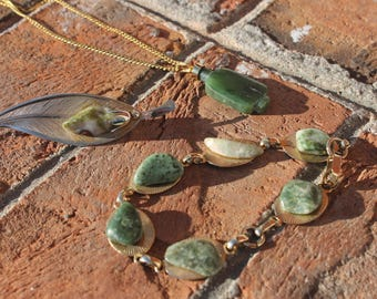 SALE - Classy Elegant Green Vintage Gold Tone Necklace, Earring and Bracelet Set