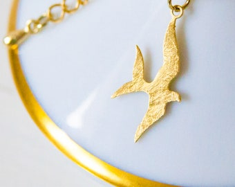 Necklace pendant with bird