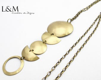 Brass necklace gilded with the Moon-inspired pendant