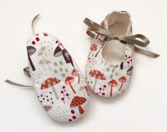 Toadstool Baby Shoes, 0-6 months, pre-walker baby shoes, booties, gender neutral