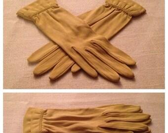 Anniversary Sale Vintage Chartruese Ladies Gloves