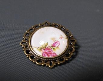 Brooch baroque cabochon pink writing