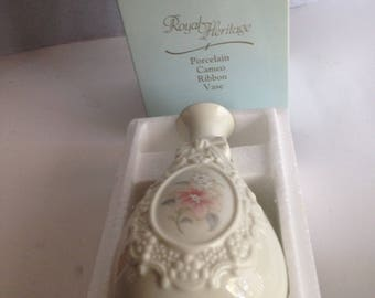 Vintage CAMEO RIBBON VASE Royal Heritage Collection Porcelain Floral New Other