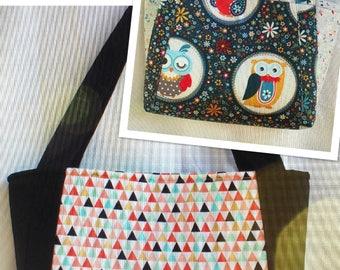 Black/multi color triangle Handbag