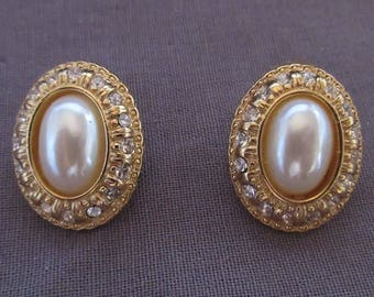 Pair of Richelieu Oval Earrings