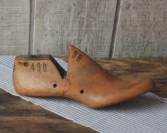 1950s Mens Womens Wooden Shoe Wood Shoe Form 9 B Vulcan Aug 53