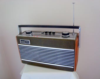 1970s Roberts RT22 Radio Portable Battery powered MW/LW/FM Made in England
