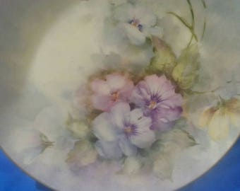 Vintage: Beautiful HAND PAINTED Decorative PLATE.