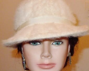 Pretty vintage ivory colour angora Kangol hat. M   -Joli chapeau angora ivoire, par Kangol -  M