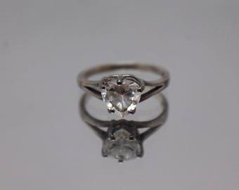 925 - Vintage Heart Cubic Zirconia Split Shank Ring in Sterling Silver - Size 7.75