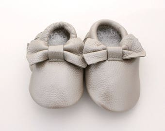 Silver Bow Baby Moccasin   Baby moccs   Soft Baby Shoes