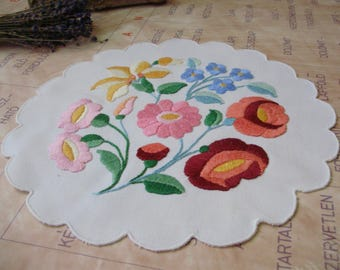 Lovely,Vintage,Hungarian handmade embroidered Round doily,Kalocsa flower pattern,Cottage/Shabby Chic