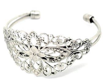 Silver filigree bracelet with decorated