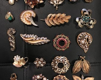 Vintage lot of Unsigned gold tone rhinestone brooches jewelry