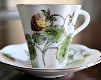 Coalport Strawberry Flat Demitasse Cup and Saucer, English Bone China, Vintage Demitasse, Strawberry Cup and Saucer, Tea Cup and Saucer