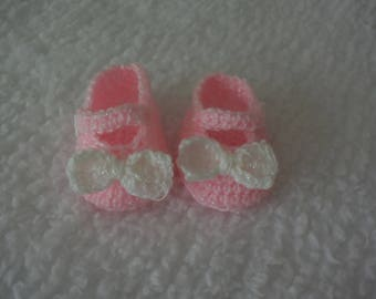 Baby crochet shoes Mary Janes. Pink 3-6mths approx. Handmade with white bow.