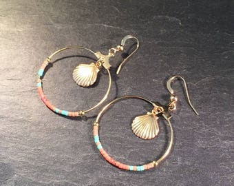 Hoop earrings with pearls and gold plated shell.