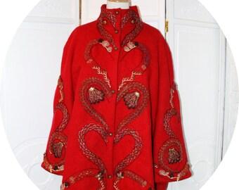 Manteau en laine rouge brodé, manteau trapeze en pure laine et broderie, manteau évasé en pure laine rouge,manteau boheme brodé rouge