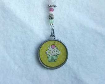 5-inch cupcake TeaChain with tiny glass beading