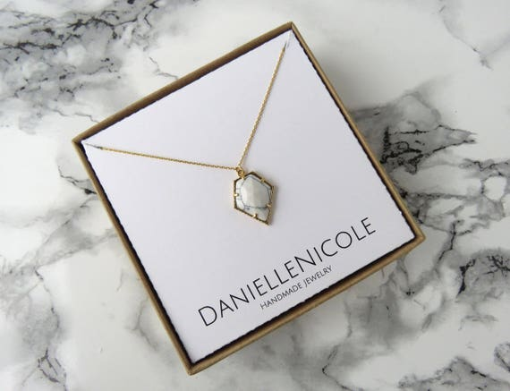 White Marble Pentagon Necklace, Howlite Pendant Necklace, Marble Pendant Necklace, Everyday Jewelry, Dainty Jewelry, Dainty Necklace, Boho