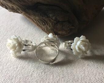 white flower ring (adjustable)
