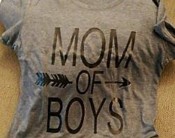 MOM of BOYS triblend tee