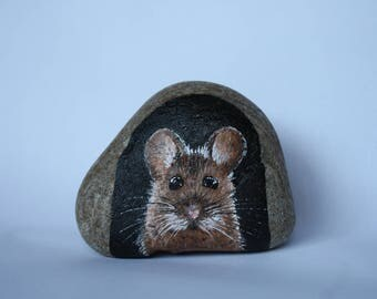Painted Rock/Stone - mouse in his mouse hole