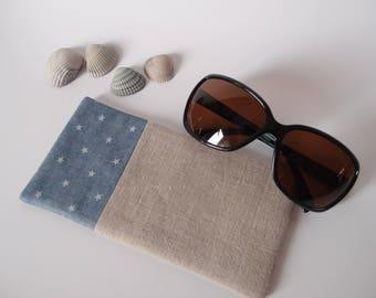 Etui à lunette de soleil en lin et tissus bleu jean à étoiles blanches - molletonnée