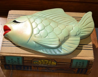 Vintage Chalk Ware Anthropomorphic Kissing Fish Pearly Green
