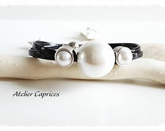 Varnished leather bracelet with pearls