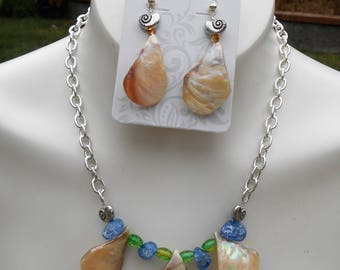 Tear Drop Shell Earring/Necklace Set (Light)