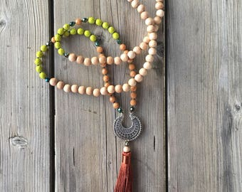 Necklace in ethnic style glass beads