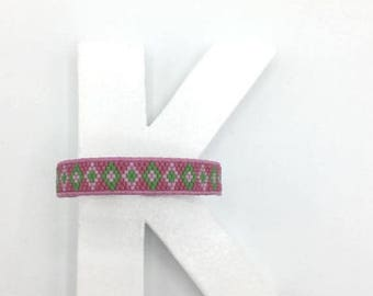 Pink woven bracelet / green and leather lace