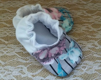Handmade baby shoes, Soft sole shoes, baby booties, baby slippers--Pinstripe Floral