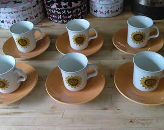 Vintage retro mid century Studio J & G Meakin sunflower pattern tea cups and saucers x 6