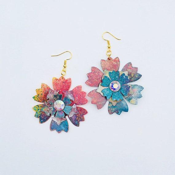 Voluptuous flowers earrings - Flower drops earrings - Trending rainbow jewelry - Iridescent jewelry - Rockabilly Jewelry - Novelty earrings